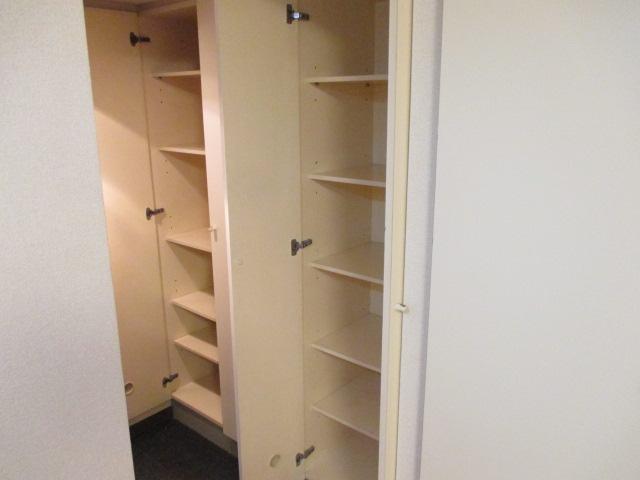 リバティー88 105号室の収納