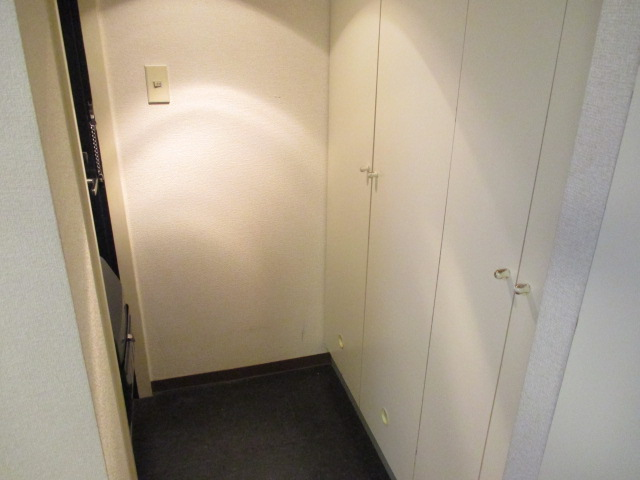リバティー88 105号室の玄関