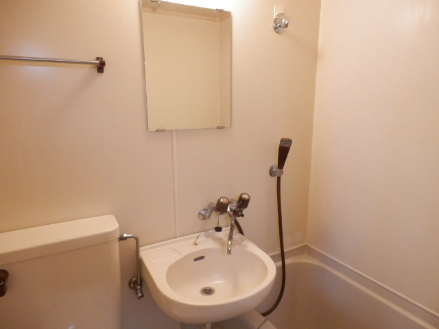 第三MKビル 101号室の洗面所