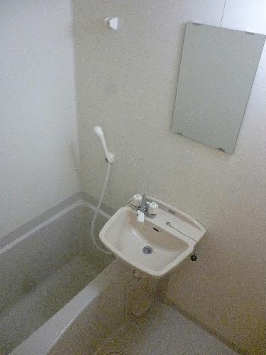 レオパレスセリオ国立 304号室の風呂