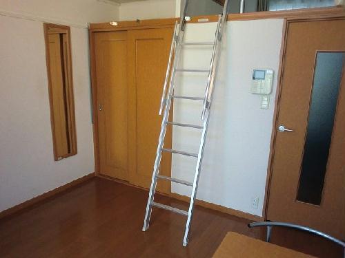 レオパレス村山 103号室のベッドルーム