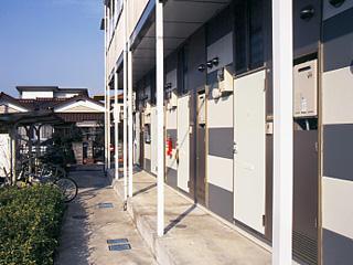 レオパレス東海 102号室の玄関