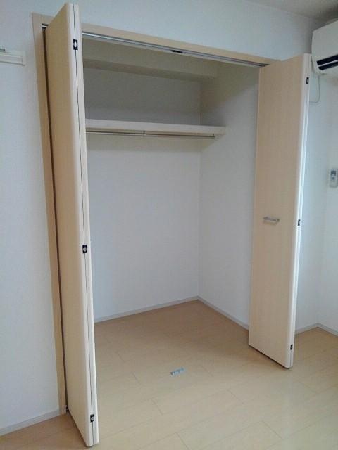 シャン ラフレシール 03010号室の収納