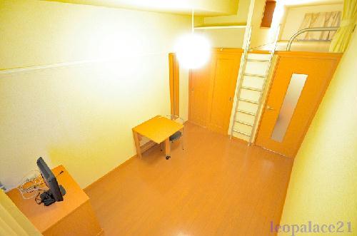 レオパレスシャトルNOJIMA 206号室の居室