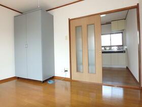 オークハウス 0303号室のリビング