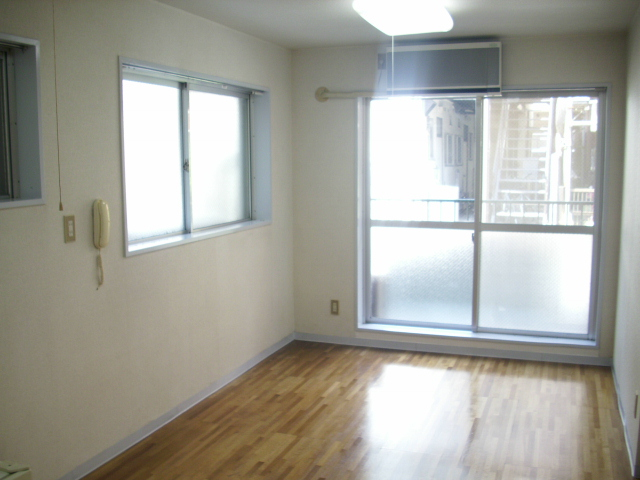 シティハイム曙 102号室のリビング