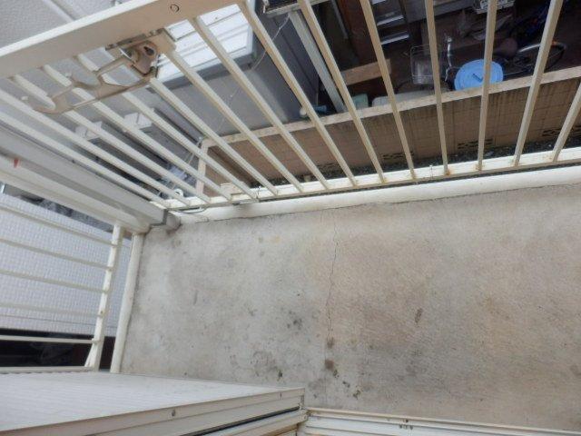 ハーモニーハウス 202号室のバルコニー