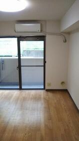 ライオンズマンション新横浜A館 107号室のリビング