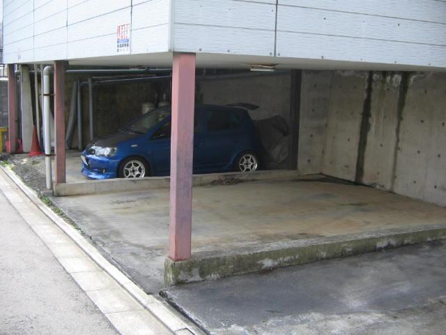 寿ハイツの駐車場