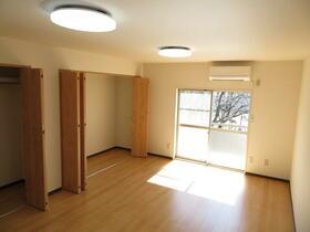 光陽ハイツ 303号室のリビング
