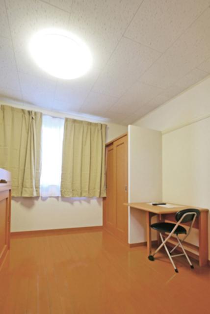 カーサロイヤル福生 204号室のリビング