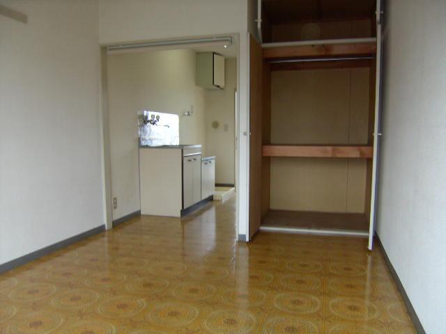 スリーハイム志村 202号室の収納