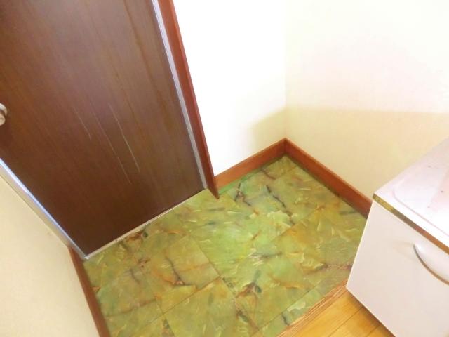 フラット国立A棟 103号室の玄関