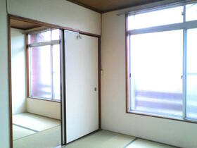 コーポ冨久屋 201号室の居室