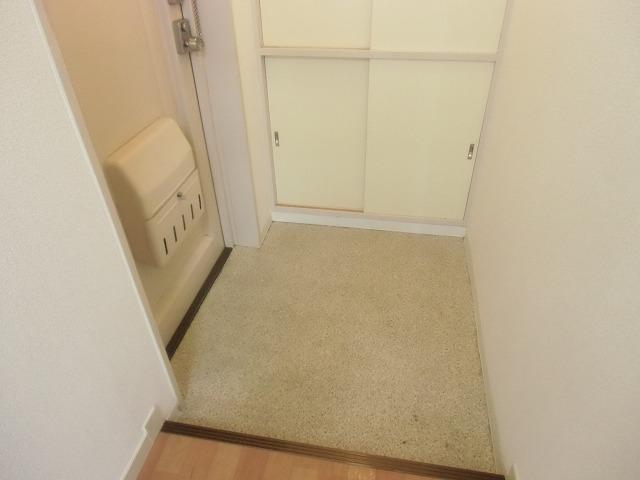 メゾンド・石川 301号室の玄関