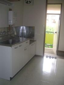 鈴鹿コーポ 2D号室のキッチン