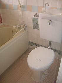 鈴鹿コーポ 2D号室のトイレ