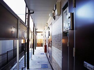 レオパレスRook 203号室の玄関