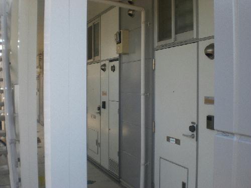 レオパレスグルワール 303号室の玄関