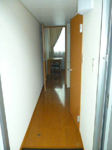 レオパレス光草 201号室の玄関