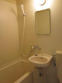 スカイコート東白楽 304号室の洗面所