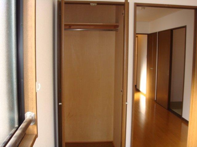 スカイヒルズほそや 301号室の収納