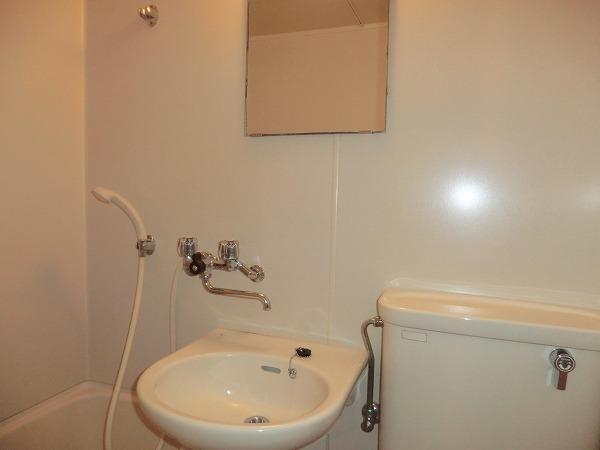 ホワイトボックス 101号室の洗面所