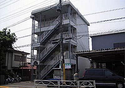 スリーハイム志村の外観