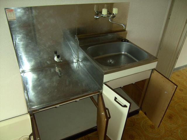 スリーハイム志村 203号室のキッチン