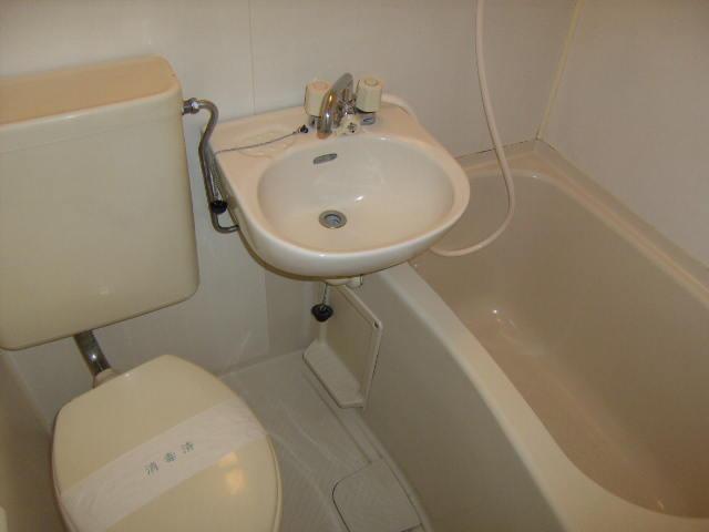スリーハイム志村 203号室の風呂