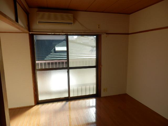 清和レジデンス1号棟 204号室のリビング