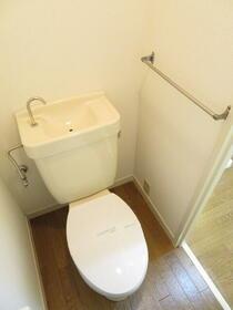 ガーデンハイツいわなみ 106号室のトイレ