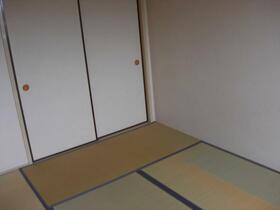 シャトル三ツ藤 203号室のベッドルーム