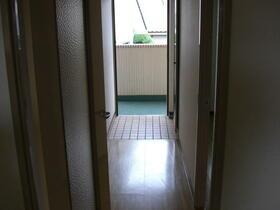 シャトル三ツ藤 203号室の玄関