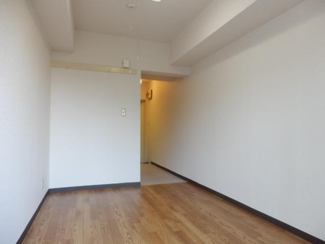 サンパレス国立 202号室のエントランス