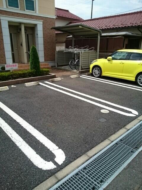 メゾン セレノ 02040号室の駐車場