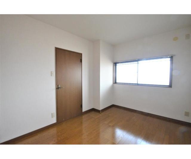 ウィスタリアガーデン 303号室のリビング