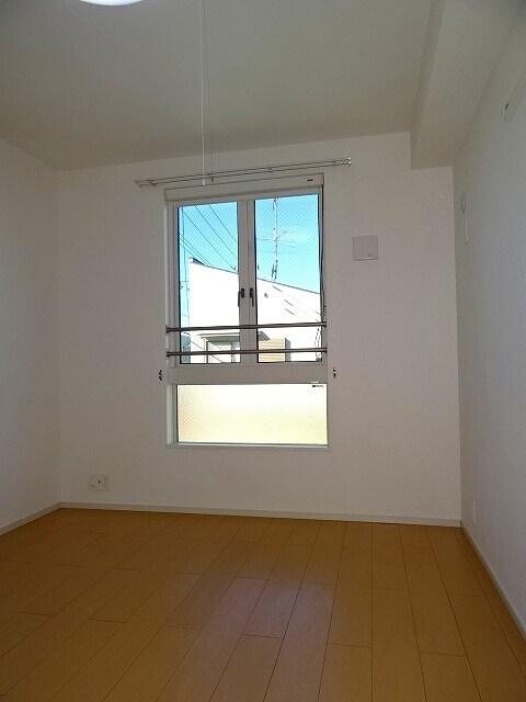グランプラトⅢ 02010号室のリビング