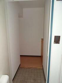 フェリースオオイシ 301号室の玄関