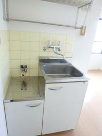 フラワーハイツ 207号室のキッチン