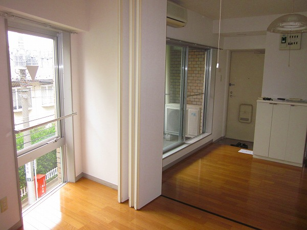 トーレタケダ 205号室の玄関