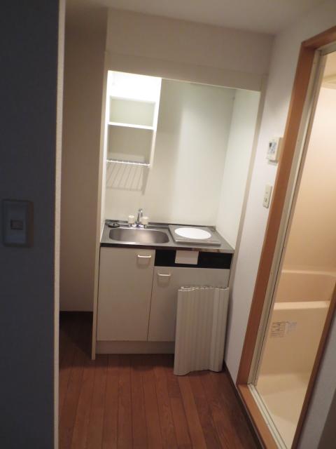 アパルトマン緑が丘 102号室のキッチン