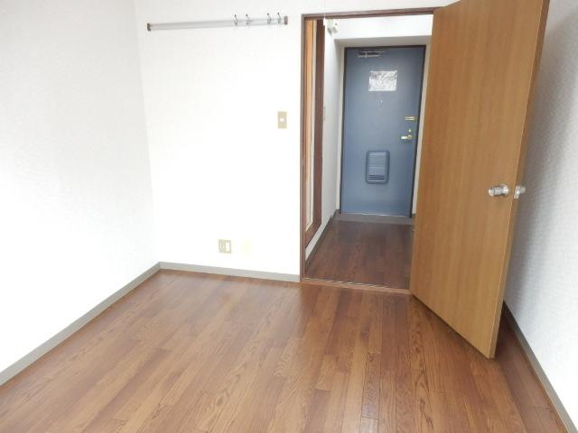 第11シンエイハイム 305号室の居室