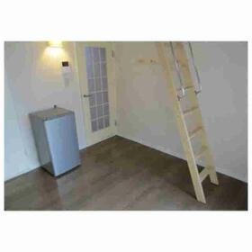 レオパレス武蔵小山第4 102号室のベッドルーム