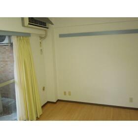 ダイアパレス三ツ沢公園東・西館 E106号室のベッドルーム