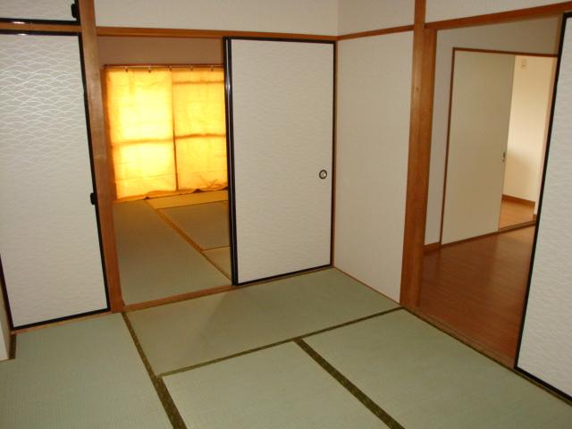 酒カネハイツ 102号室のベッドルーム