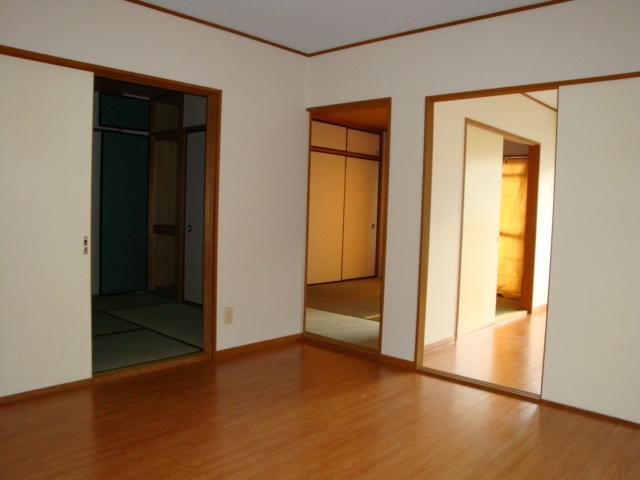 酒カネハイツ 102号室の居室