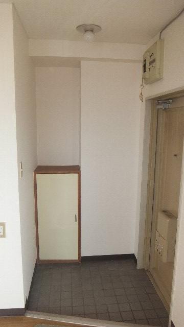 池ノ島ビル 3号室の玄関