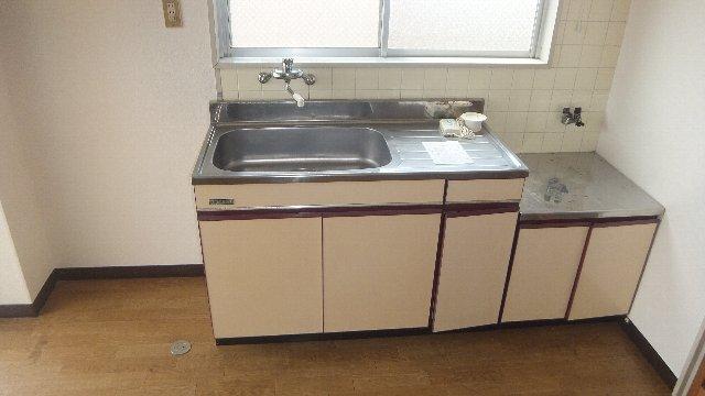 池ノ島ビル 3号室のキッチン
