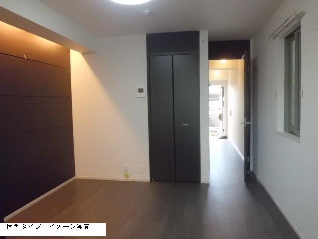 メゾン・ド・ソレイユ 02030号室のリビング